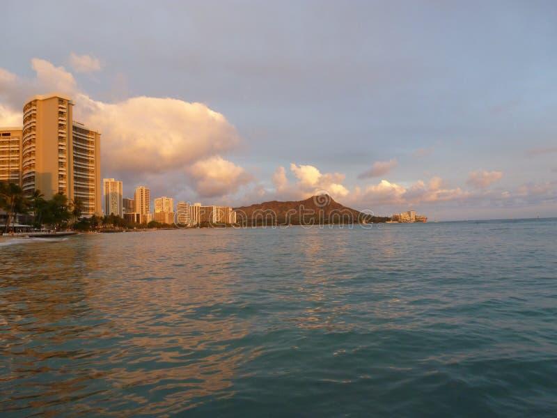 Diamanthuvud på solnedgången Oahu Hawaii arkivfoto