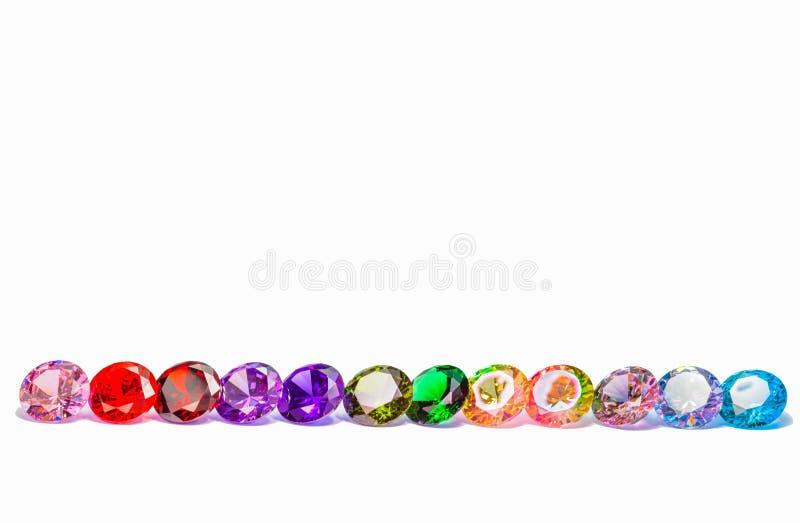 diamants colorés à l'arrière-plan blanc images stock