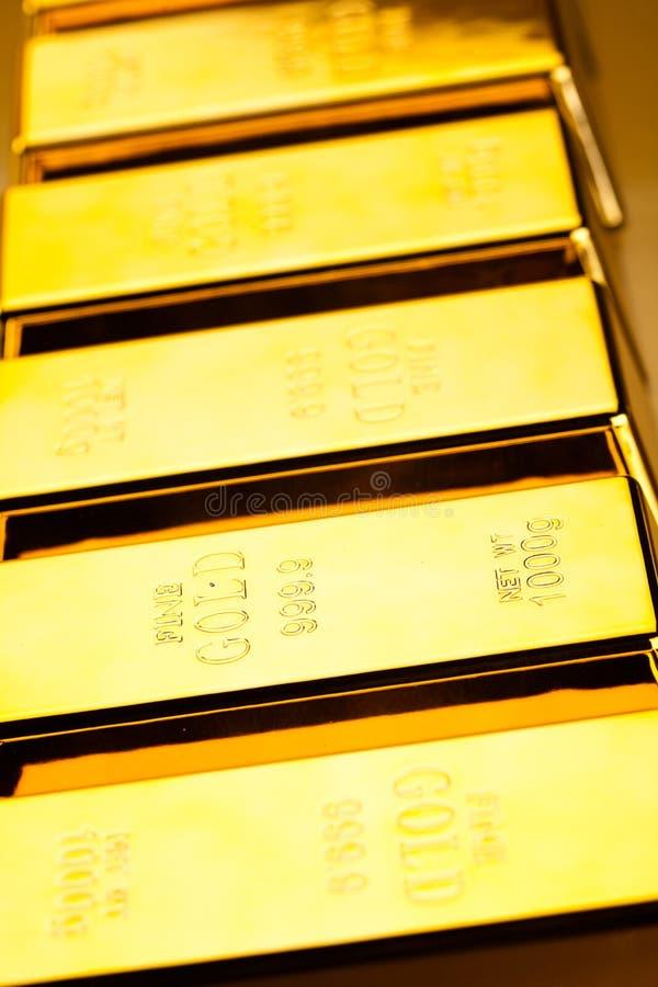 Diament i złoto, nastrojowy pieniężny pojęcie zdjęcie stock