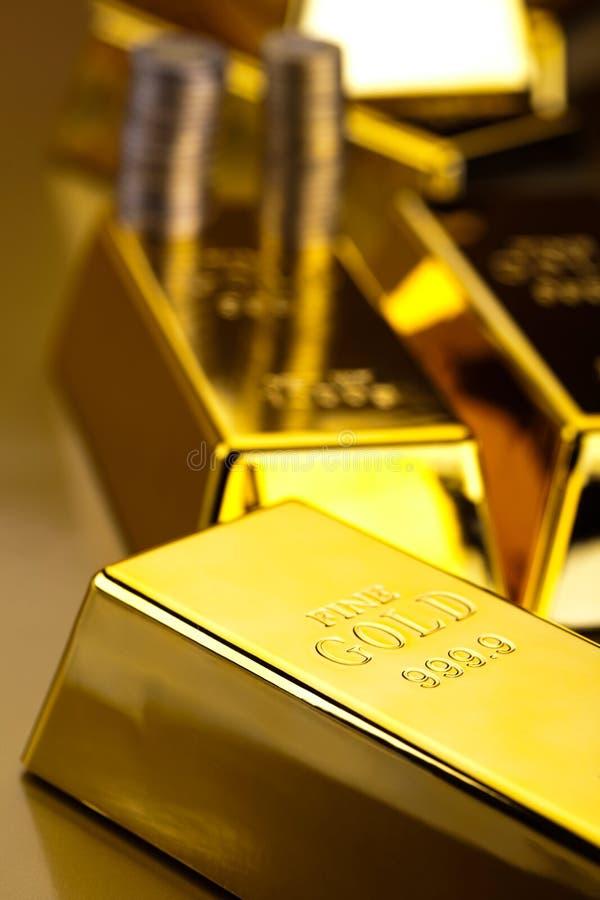Diament i złoto, nastrojowy pieniężny pojęcie zdjęcia stock