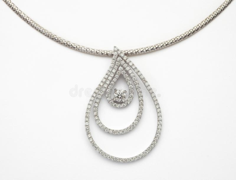 Diamond Necklace su bianco fotografia stock libera da diritti