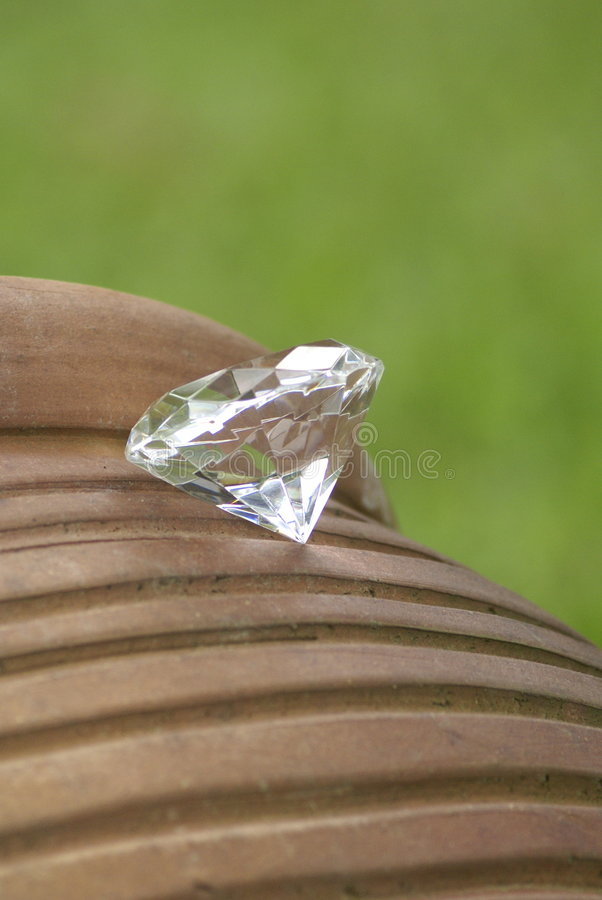 Free Diamond On Pot Outdoors Stock Images - 4668724