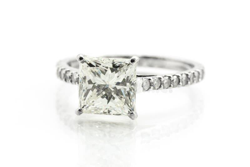 Download Diamond ring stock illustration. Illustration of platinum - 60418373