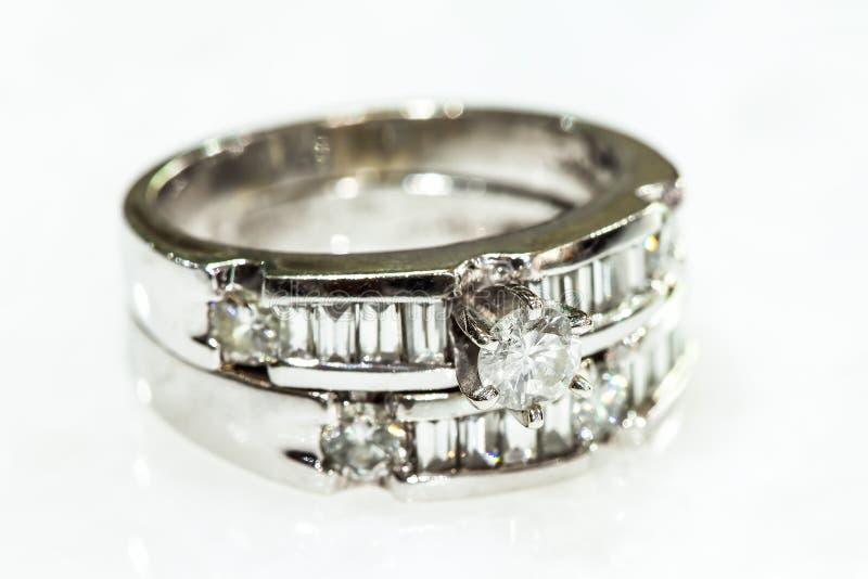 Diamond Rings in Mode und schönes Konzept lizenzfreie stockfotos