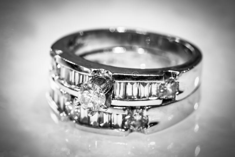 Diamond Rings in Mode und schönes Konzept stockbild