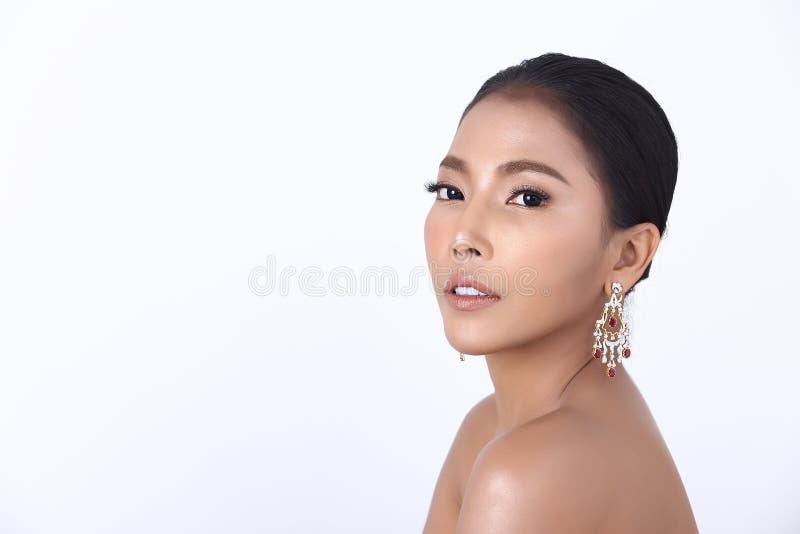 Diamond Ruby Ring Earrings Jewelry op Aziatische Lange rechte zwarte stock fotografie