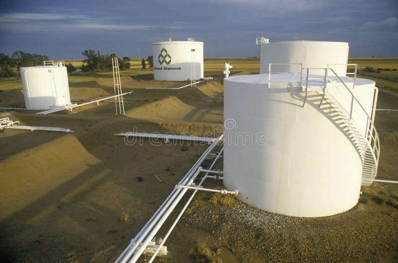 Diamond Shamrock Oil Tanks på Turpin som är reko fotografering för bildbyråer