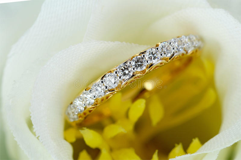 Diamond Wedding Ring lizenzfreie stockfotos