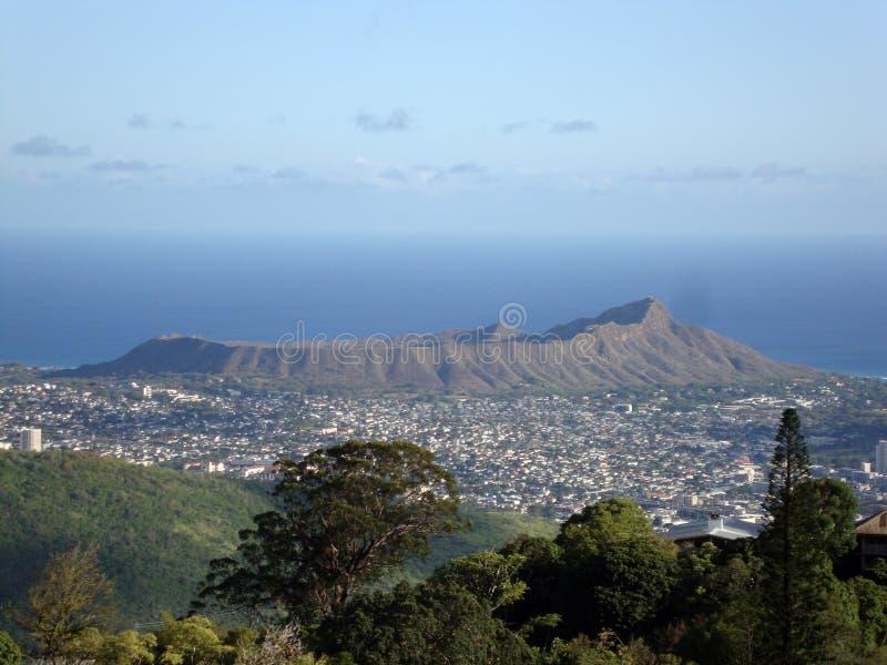 Diamondhead y la ciudad de Honolulu en Oahu en un viewe del día agradable fotos de archivo libres de regalías