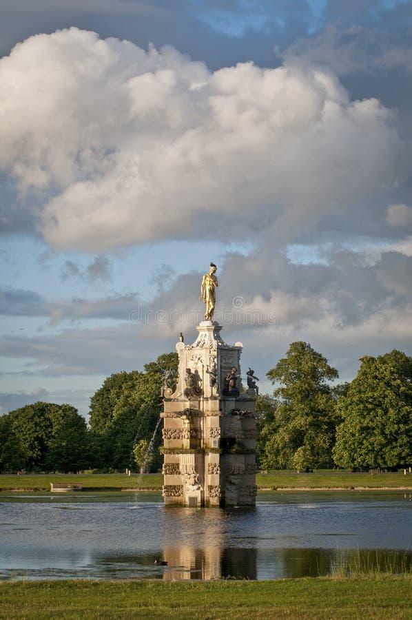 Diana Fountain, parque espesso, Londres, Reino Unido fotos de stock