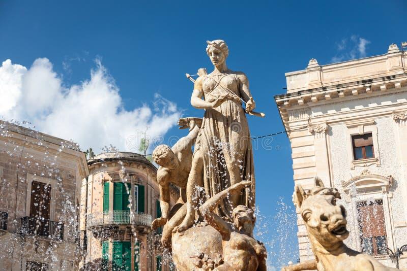 Diana o Artemis Fountain, Siracusa, Sicilia immagine stock libera da diritti