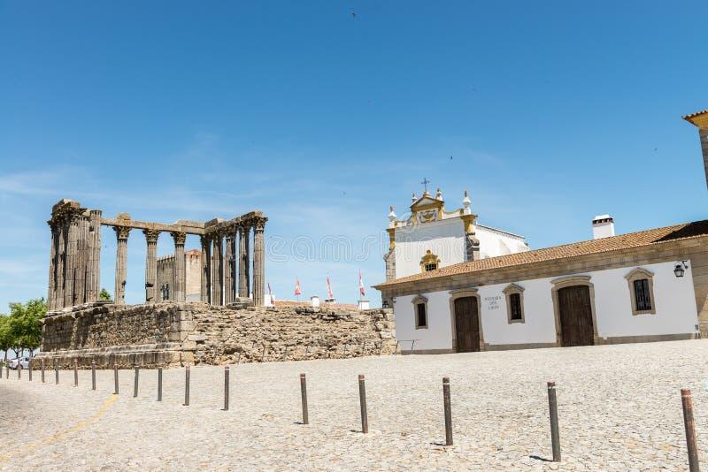 Dianna świątynia w Evora Antyczna rzymska świątynia w starym mieście fotografia royalty free