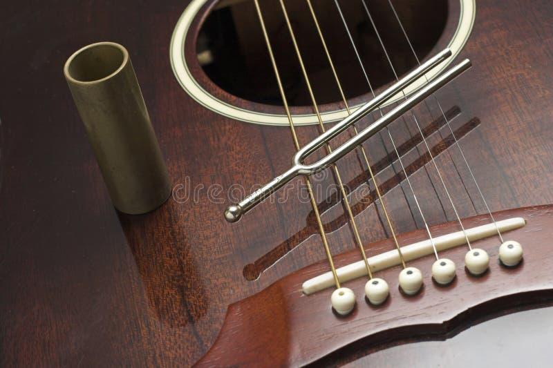 Diapason e chitarra fotografia stock