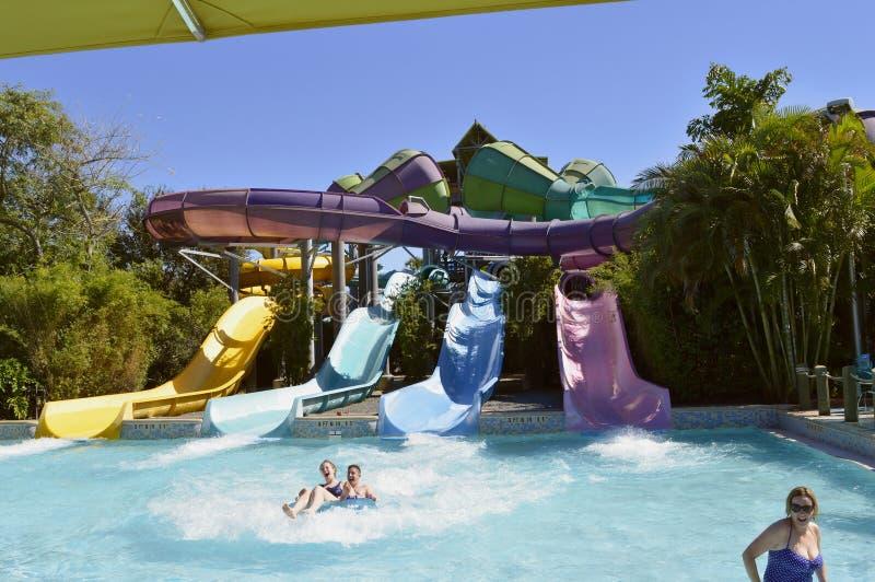 Diapositiva de la aventura de Omaka Rocka del parque del agua de Aquatica imagen de archivo
