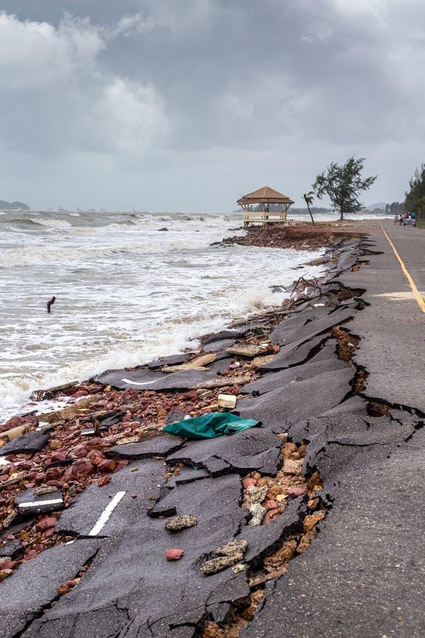 Diapositiva del camino de la playa a lo largo de la playa a la erosión de agua foto de archivo libre de regalías