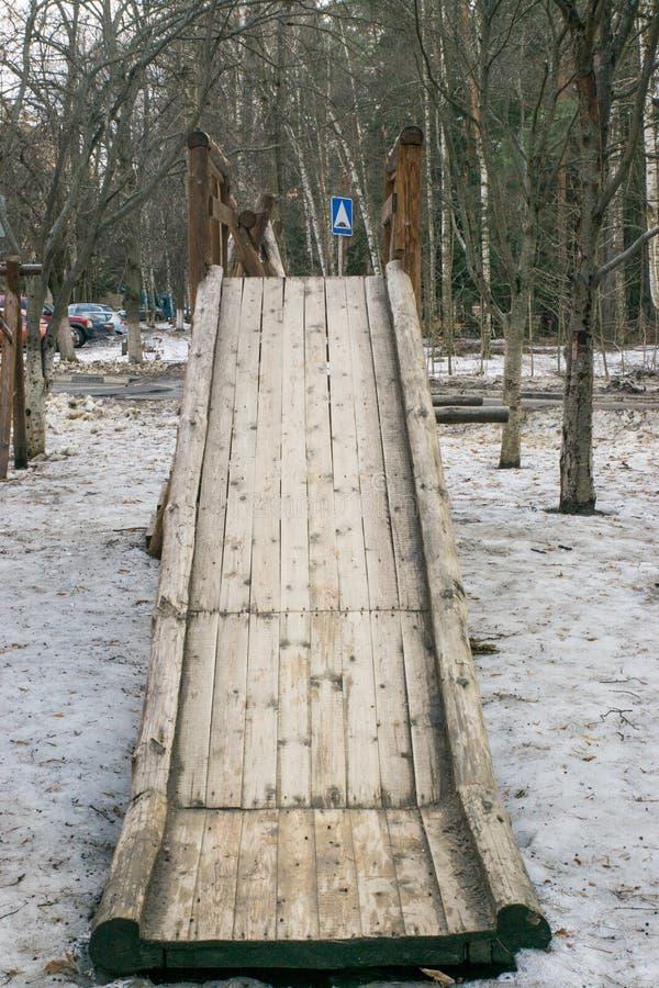 Diapositiva del ` s de los niños, de madera imagenes de archivo