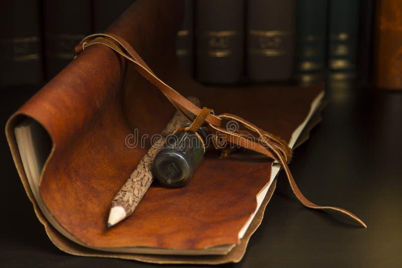Diario y lápiz imagen de archivo libre de regalías