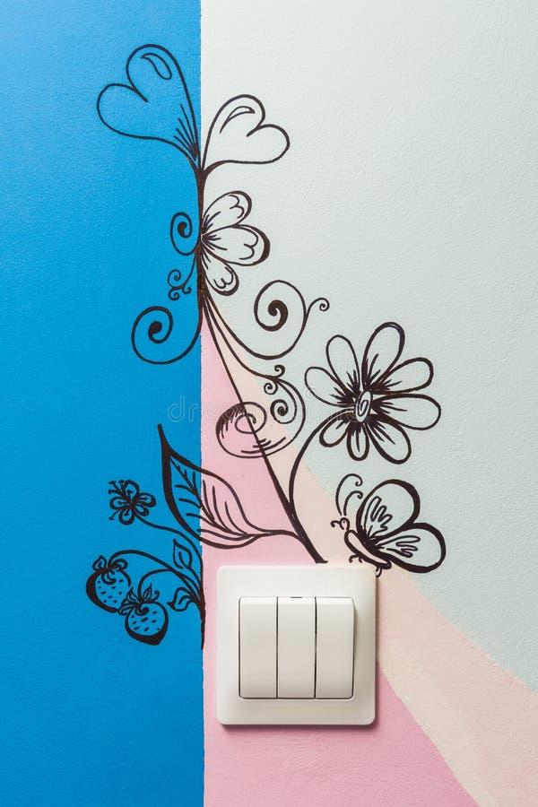 Dibujado en los modelos de los derechos reservados de la pared en el cuarto de niños foto de archivo libre de regalías