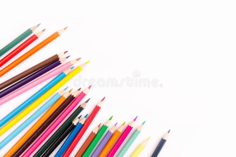 Dibujaron a lápiz el sistema colorido, lápices coloreados de madera aislados en el fondo blanco, espacio de la copia imagenes de archivo