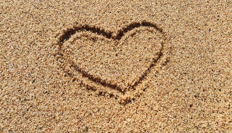 Dibujo abstracto del corazón en arena imagen de archivo libre de regalías