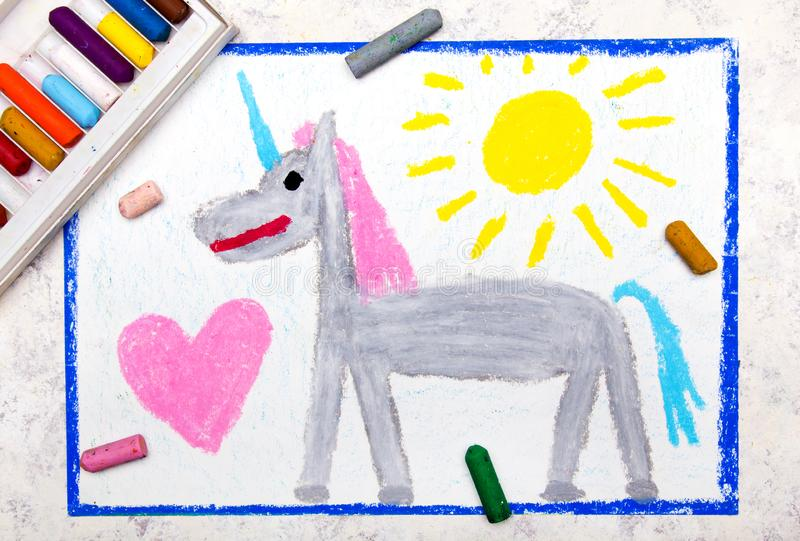 Dibujo colorido de la mano: unicornio gris lindo stock de ilustración