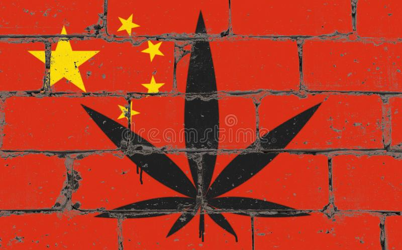 Dibujo del espray del arte de la calle de la pintada en la plantilla Hoja del cáñamo en la pared de ladrillo con la bandera China fotos de archivo libres de regalías