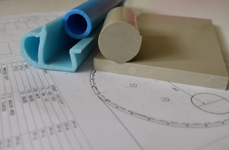 Dibujo estructural del tanque, del colector de aceite y del material plástico para su producción fotografía de archivo