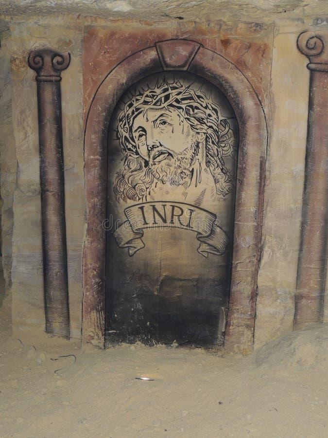 Dibujo religioso en una cueva foto de archivo