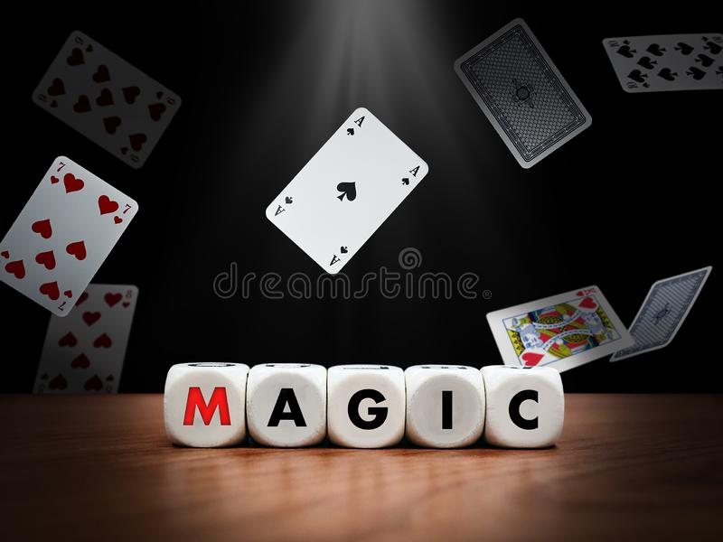 Dice pisze słowo magia zdjęcia royalty free