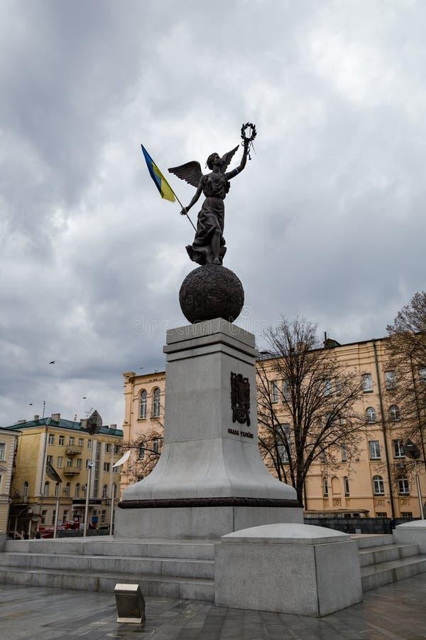 Dicembre 2017 - Harkìv, Ucraina: il monumento di indipendenza, ha nominato il volo Ucraina, situata nel quadrato di costituzione fotografie stock libere da diritti