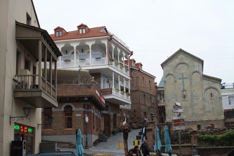 3 dicembre 2018 Tbilisi, Georgia - architettura di Città Vecchia di Tbilisi, Georgia, nel distretto di Abanotubani Bagni dello zo immagine stock libera da diritti
