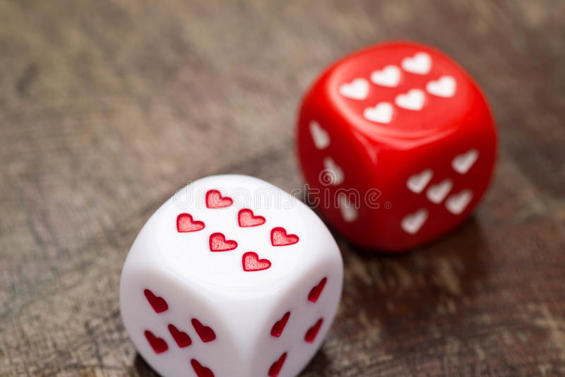 2 dices с сердцами стоковые изображения rf
