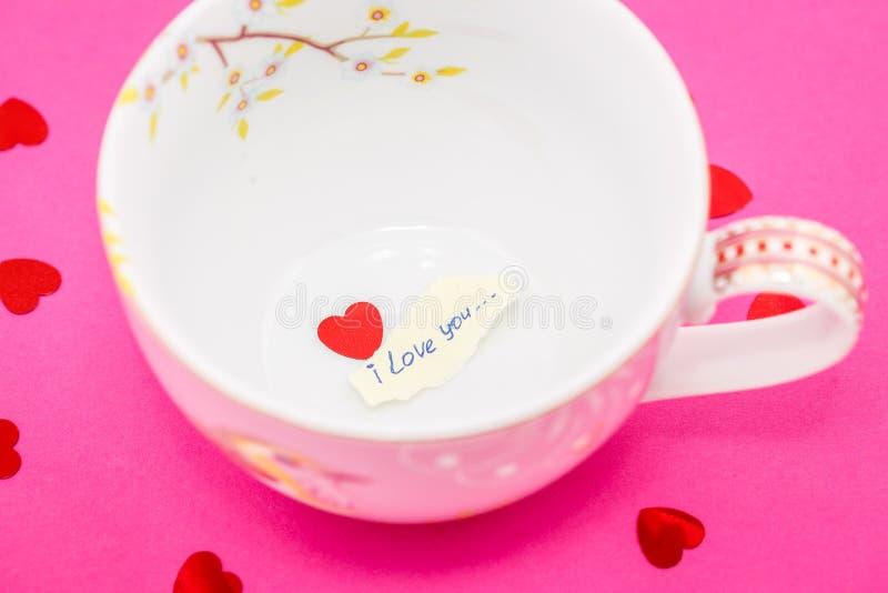 Dichiarazione di amore in una tazza immagini stock