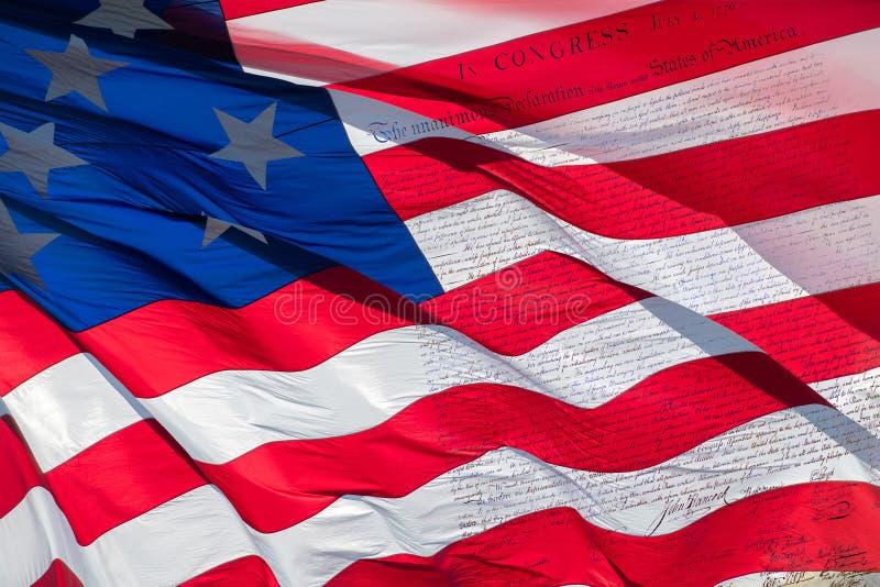 Dichiarazione di indipendenza 4 luglio 1776 sulla bandiera degli S.U.A. immagine stock