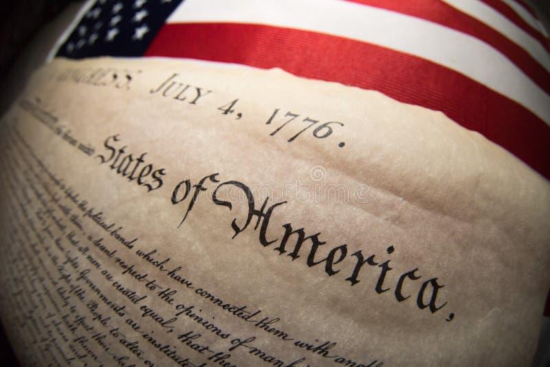Dichiarazione di indipendenza 4 luglio 1776 sulla bandiera degli S.U.A. immagine stock libera da diritti
