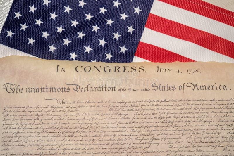 Dichiarazione di indipendenza 4 luglio 1776 sulla bandiera degli S.U.A. fotografia stock