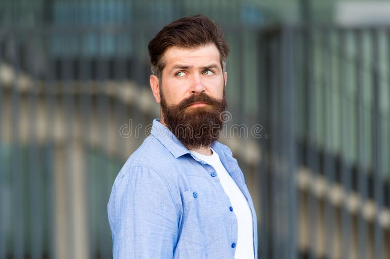 Dichiari il vostro stile Uomo barbuto serio Uomo brutale bello Cura della barba e dei capelli Cura maschio del barbiere Caucasian fotografie stock libere da diritti