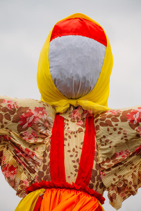 Dicht Anoniem Straw Effigy Of Dummy Maslenitsa, Oostelijke Slavische Godsdienstig stock foto
