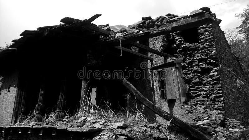 Dichtbij tehri gebroken huis oudste architectuur stock afbeelding