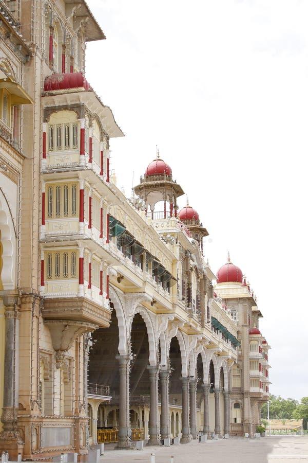 Dichte mening van de voorvoorzijde van het paleis van Mysore stock foto's