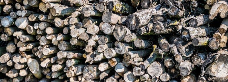 Dichte omhooggaand van de brandhoutstaaf stock afbeelding