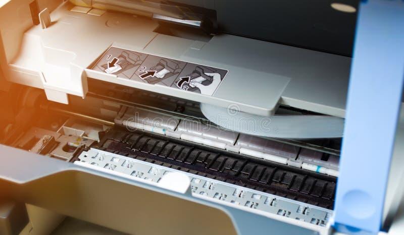 Dichte omhooggaand van de printerreparatie digitale fotokopieerapparaatmachine drukmateriaal, 3d scanner royalty-vrije stock foto