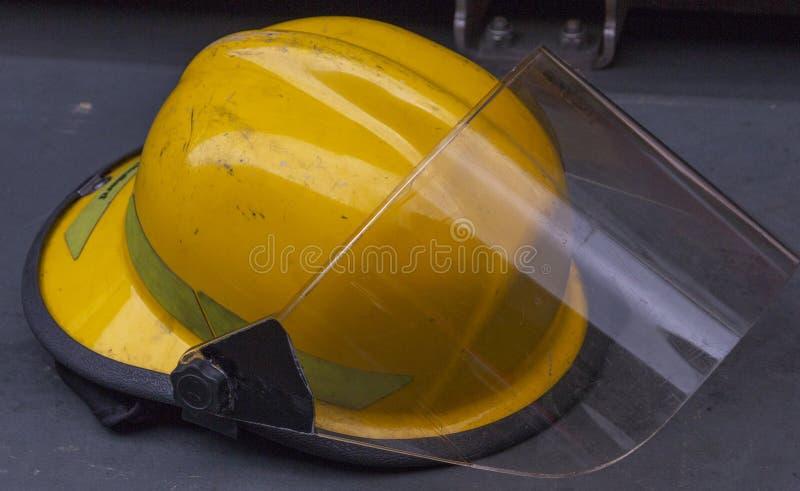 Dichte omhooggaand van een Brandbestrijdershelm stock afbeelding