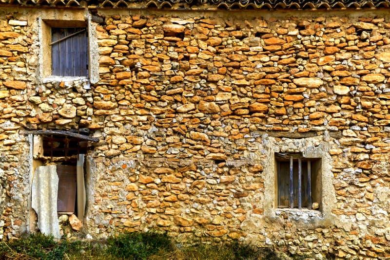 Dichte omhooggaand van een dilapidated leeg huis in Murcia royalty-vrije stock foto's