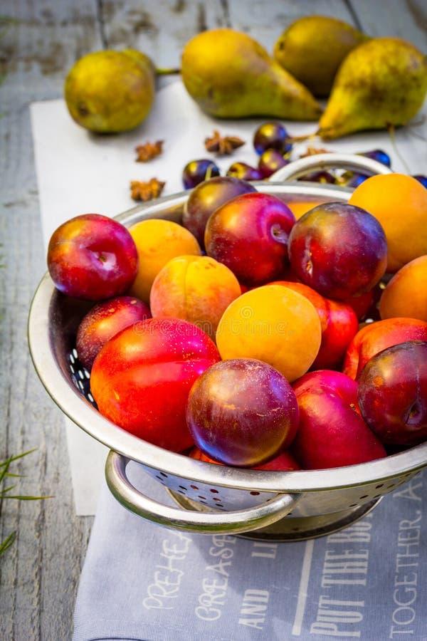 Dichte omhooggaand van het de zomerfruit royalty-vrije stock afbeelding