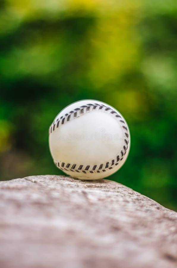 Dichte omhooggaand van het honkbal royalty-vrije stock afbeelding