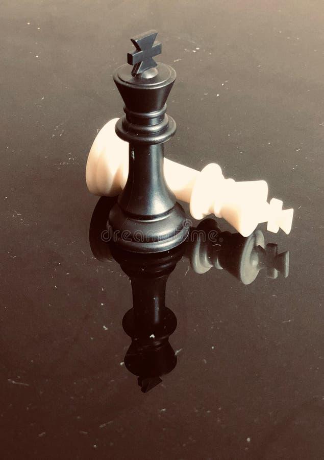 Dichte verschijnende de koningsschaakstukken van de schaakraad royalty-vrije stock foto