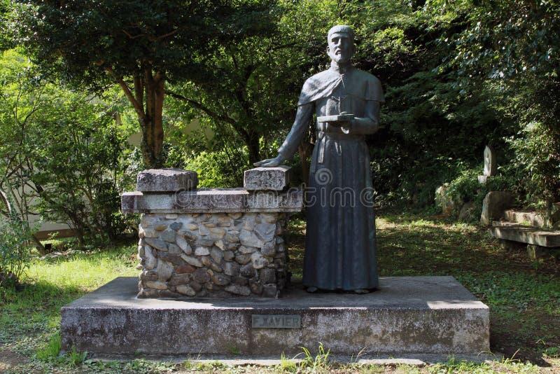 Dichter aan het openbare standbeeld van Francis Xavier in Yamaguchi, Japa stock fotografie