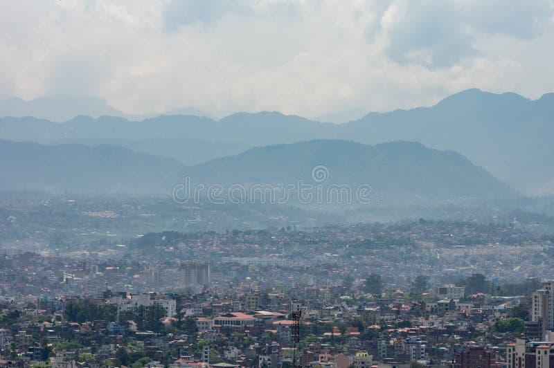 Dichter Stadt-Smog lizenzfreie stockfotos