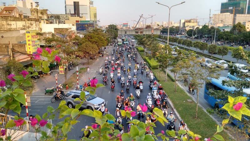 Dichter Verkehr auf normalem Wochentag in Ho Chi Minh Stadt stockbild
